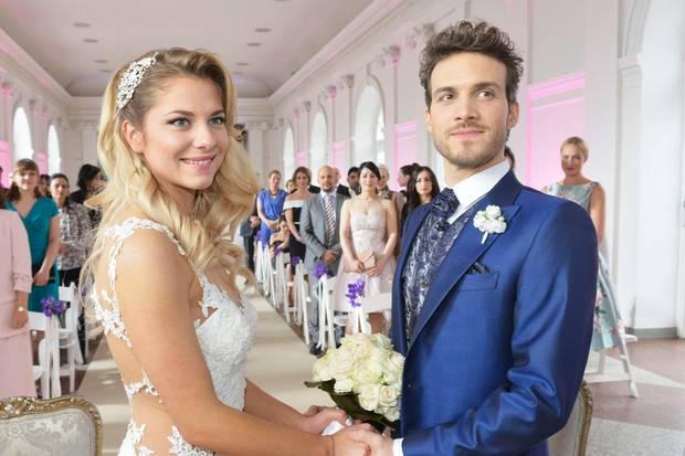 Sunny (Valentina Pahde) bei ihrer GZSZ-Hochzeit mit Felix (Thaddäus Meilinger)