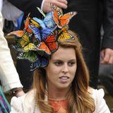 Ihre Passion für verrückte Kopfbedeckung scheint Prinzessin Beatrice schon lange zu haben. Im Jahr 2008 erscheint die Tochter vonSarah Ferguson mit diesem Schmetterlings-Fascinator.