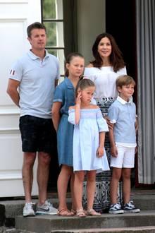 20. Juli 2018   Prinz Frederik, Prinzessin Josephine, Prinzessin Isabella, Prinzessin Mary und Prinz Vincent bei der traditionellen Wachablösung vor Schloss Gravenstein in Graasten, Dänemark.