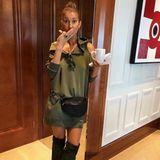 Ziemlich lässig! Hoodie-Kleid von Gucci, Overknees von Saint Laurent, Bauchtasche von Balenciaga... Sängerin Céline Dion liebt auch entspannte Luxus-Looks.
