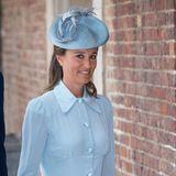 Auch Pippa entscheidet sich bei der Taufe von Prinz Louis für ein hellblaues Kleid und einen dazu passenden Hut.