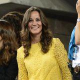 Auch Pippa scheint es die sonnige Farbe angetan haben. Im September 2012 erscheint Herzogin Catherines Schwester in ein Kleid aus gelber Spitze.