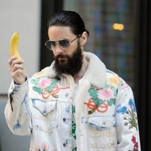 Energy-Booster: Jared Leto hat eine Banane dabei