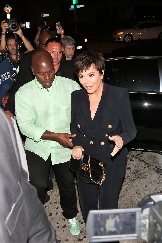 10. August 2018  Kylies Mutter Kris Jenner darf natürlich auch nicht fehlen, sie hat zur Untersützung ihren Freund Corey Gamble mitgebracht.