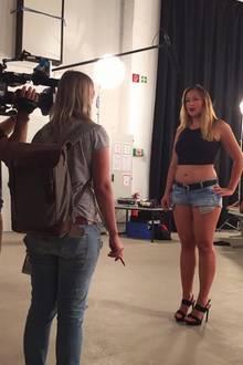 """In 2016 nimmt ChethrinSchulze an """"Curvy Supermodel"""" teil und steht selbstbewusst kurvigvor der Kamera."""