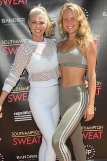 """Beim """"Southampton Sweat"""" sportelt Christie Brinkley zusammen mit ihrer Tochter Sailor. Doch halt stopp mal, wer ist denn nun wer? Man kann gar nicht so recht glauben, dass Christie die linke von beiden und 44 Jahre älter sein soll. Aber ja, das Model ist mittlerweile 64 Jahre alt und hat sich extrem gut gehalten!"""