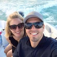 11. August 2018  Philipp Lahm schickt seinen Instagram-Followern sonnige und besonders rasante Grüße aus Italien. Zusammen mit seiner Frau Claudia genießt er seine Sommerferien mit flotter Bootstour inklusive.