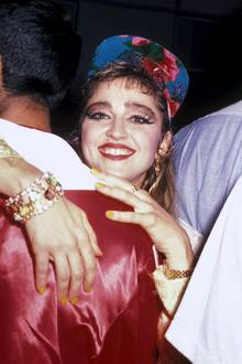 """Seit 1983 ihr Debütalbum """"Madonna"""" erschien, prägt die Popqueen ganze Generationen sowohl mit ihrer Musik als auch mit ihren immer neuen Selbstinszenierungen. Zum 60. Geburtstag zeigen wir die schrägsten Looks der Stil-Ikone."""