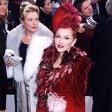 """Madonna wird 60: Zu Madonnas inspirierenden Persönlichkeiten zählt Evita Person, die """"First Lady"""" Argentiniens. Die Sängerin spielt nicht nur 1996 die Rolle der Argentinierin im Film """"Evita"""", auch außerhalb der Dreharbeiten ähnelt der Stil der Sängerin häufig dem der zweiten Frau des Präsidenten Juan Perón."""
