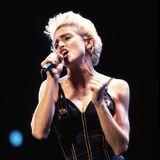 Madonna provozierte schon immer gern mit knappen Body-Outfits und Netzstrumpfhosen.