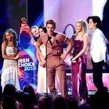 """Die """"Riverdale""""-Crew feiert ihren Erfolg auf der Bühne."""