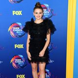 Nachwuchs-Schauspielerin Joey King hat sich für diesen Abend mit einem schwarzen Minikleid mit Puffärmeln in Schale geworfen.