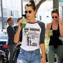 Alessandra Ambrosio trinkt einen grünen Smoothie