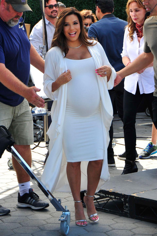 """Eva Longoria  Der """"Desperate Housewives""""-Star ist mit satten 43 Jahren zum ersten Mal Mutter geworden. Mit Söhnchen Santiago schwebt die Schauspielerin seitdem auf Mutter-Wolke Sieben."""
