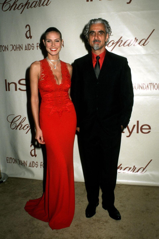Ob Heidi ihm dieses Outfit rausgelegt hat? Auch bei der jährlichen Party von Elton John ist sein Hemd perfekt auf Heidis Kleid und ihren Lippenstift abgestimmt.