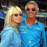 Heidi Klum & Flavio Briatore: Sportlich, sportlich  Neben SportmanagerFlavio Briatore wählt Heidi den sportlichen Style. Ein farblich abgestimmter Hoodie, offenes Haar und eine coole, getönte Sonnenbrille scheint sie sich auch in diesem Fall bei ihrem Partner abgeschaut zu haben.