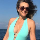 """Kaum zu glauben, dass diese Frau schon 53 Jahre ist, oder? Wir sagen es einfach mal frei raus: Die britische Schauspielerin Liz Hurley hat einen Körper zum Niederknien. In ihrer eigenen Beachwear-Kollektion """"Elizabeth Hurley Beach"""" posiert siefür ihre Follower auf Instagram und zeigt dabei nicht nur ihre sexy Kurven, sondern selbstbewusst auch das ein oder andere graue Haar - finden wir super!"""