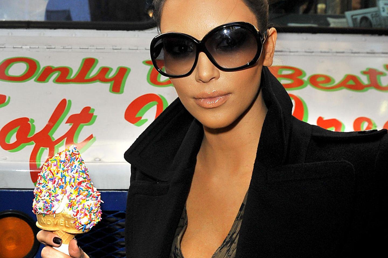 Kim Kardashian liebt Soft-Eis mit bunten Streuseln