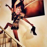 Star-DJane Giulia Siegel ist ohne Frage schon immer sehr schlank. Auf diesem aktuellen Instagram-Schnappschuss fällt ihre sehr schmale Taille und vor allem Beine allerdings mehr ins Auge als sonst. Liegt das etwa nur an ihrer Poseauf der Treppe?