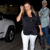 Schauspielerin Eva Longoria auf dem Weg zum Dinner in Beverly Hills. Sie lächelt - doch ein Blick auf ihre Schuhe verrät: Dieses Modell ist alles andere als bequem. Ganz offensichtlich haben ihre Füße wenig Platz zum Atmen, sodass der durchsichtige Schuh beschlägt. Schmerzt nicht nur, sieht auch noch komisch aus!