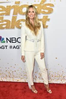 Das Topmodel ist seit 2013 Teil der Jury und überrascht im Rahmen der Show immer wieder mit neuen Hingucker-Outfits.