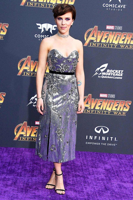 Die Schauspielerin Scarlett Johansson gehört zu einer der wenigen Stars, die sich vom allgemeinem Magerwahn in Hollywood herzlich wenig beeindrucken lässt. Mit ihrem1,60 Metergroßen Körpersoll sie etwa 58 kg auf die Waage bringen.