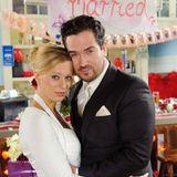 19. Dezember 2011: Folge 1332  Liebe oder Scheinehe: Lena (Juliette Menke) und Marian (Sam Eisenstein) feiern eine große Hochzeitsfeier, um auch die restlichen Zweifler von ihren angeblichen Gefühlen zu überzeugen.