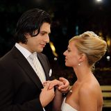 13. Januar 2010: Folge 844  Lena (Juliette Menke) und Maximilian (Francisco Medina) geben sich spontan das Ja-Wort im Park der Villa Steinkamp.