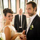 20. Januar 2015: Folge 2099   Jenny (Kaja Schmidt-Tychsen) macht Erik (Alexander Wüst) ein wunderschönes Eheversprechen, bevor sie ihm vor dem Standesbeamtenfeierlich das Ja-Wort gibt.