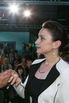 4. September 2015: Folge 2256   Richard (Silvan-Pierre Leirich) und Simone (Tatjana Clasing) krönen das erfolgreiche Firmenjubiläum mit dem Ja-Wort.