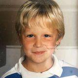 """Blonde Haare, ein verschmitztes Lächeln und ein Ohrring! """"Da war ich noch jung"""" schreibt ein ehemaliger RTL-Bachelor zu diesem Foto in seiner Instagram-Story. Doch um welchen niedlichen Rosenkavalier handelt es sich?"""