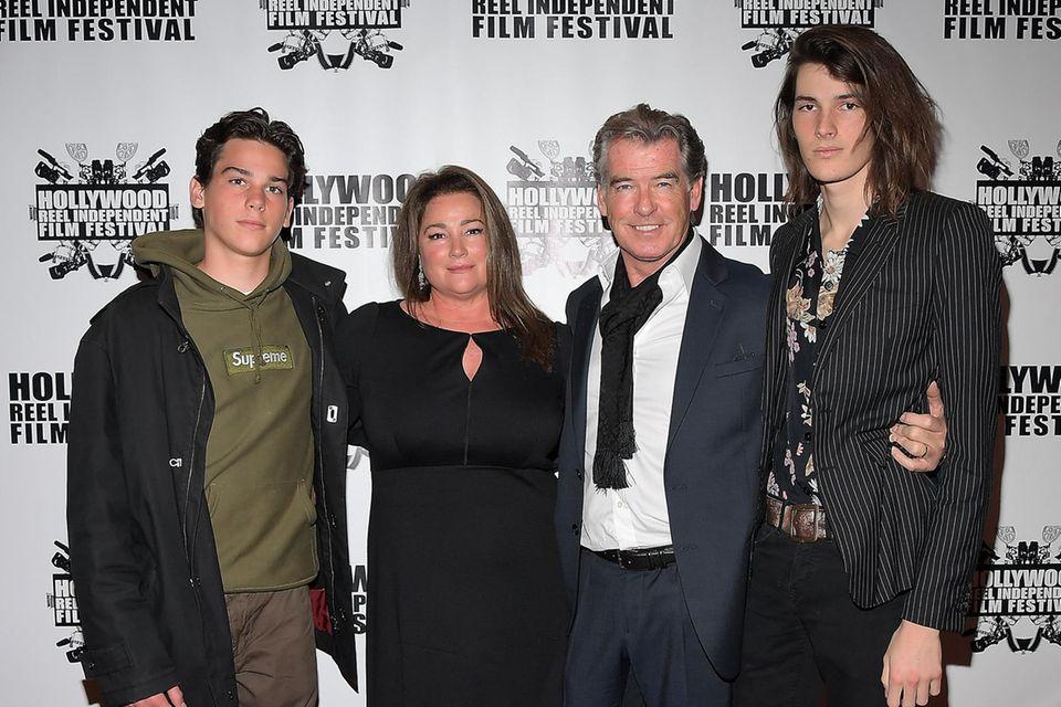 Eine glückliche Familie: Paris Brosnan, Kelly Shaye Smith, Pierce Brosnan, Dylan Brosnan (v.l.n.r.)