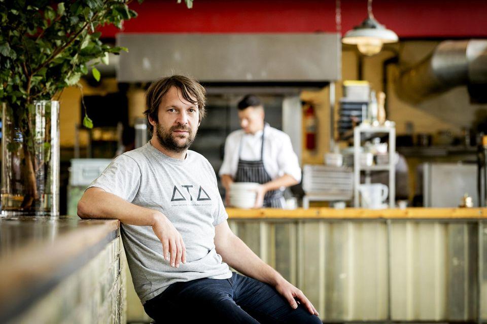 """""""Insekten sind nahrhaft, köstlich und nachhaltig"""", sagt Rene Redzepi, Chef des """"Noma"""", Kopenhagen.Viermal wurde das Kultrestaurant bereits zum weltbesten Restaurant gekührt. Seit Jahren stehen auch hier kleine Krabbeltiere wie Ameisen und Heuschrecken auf der Speisekarte"""