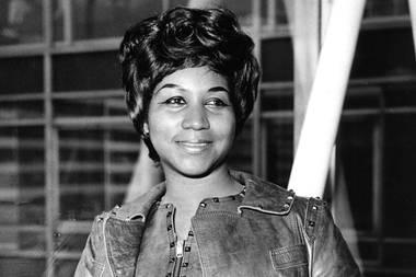 """16. August 2018: Aretha Franklin (76 Jahre)  Große Trauer um Aretha Franklin: Die """"Queen of Soul"""" erliegt in Detroit mit 76 Jahren ihrem Krebsleiden.  In der Mitteilung ihrer Angehörigen, die der US-Website """"TMZ"""" vorliegt, heißt es:""""In einem der dunkelsten Momente unseres Lebens sind wir nicht in der Lage, die passenden Worte zu finden, um den Schmerz in unserem Herzen auszudrücken.Wir haben die Matriarchin und den Fels unserer Familie verloren."""""""