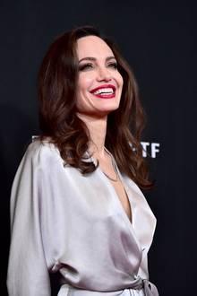 Um die Heimatküche ihrer asiatischen Adoptivsöhne Maddox und Paxauf den Tisch zu bringen, kocht (und isst) Angelina Jolie sogar Skorpione