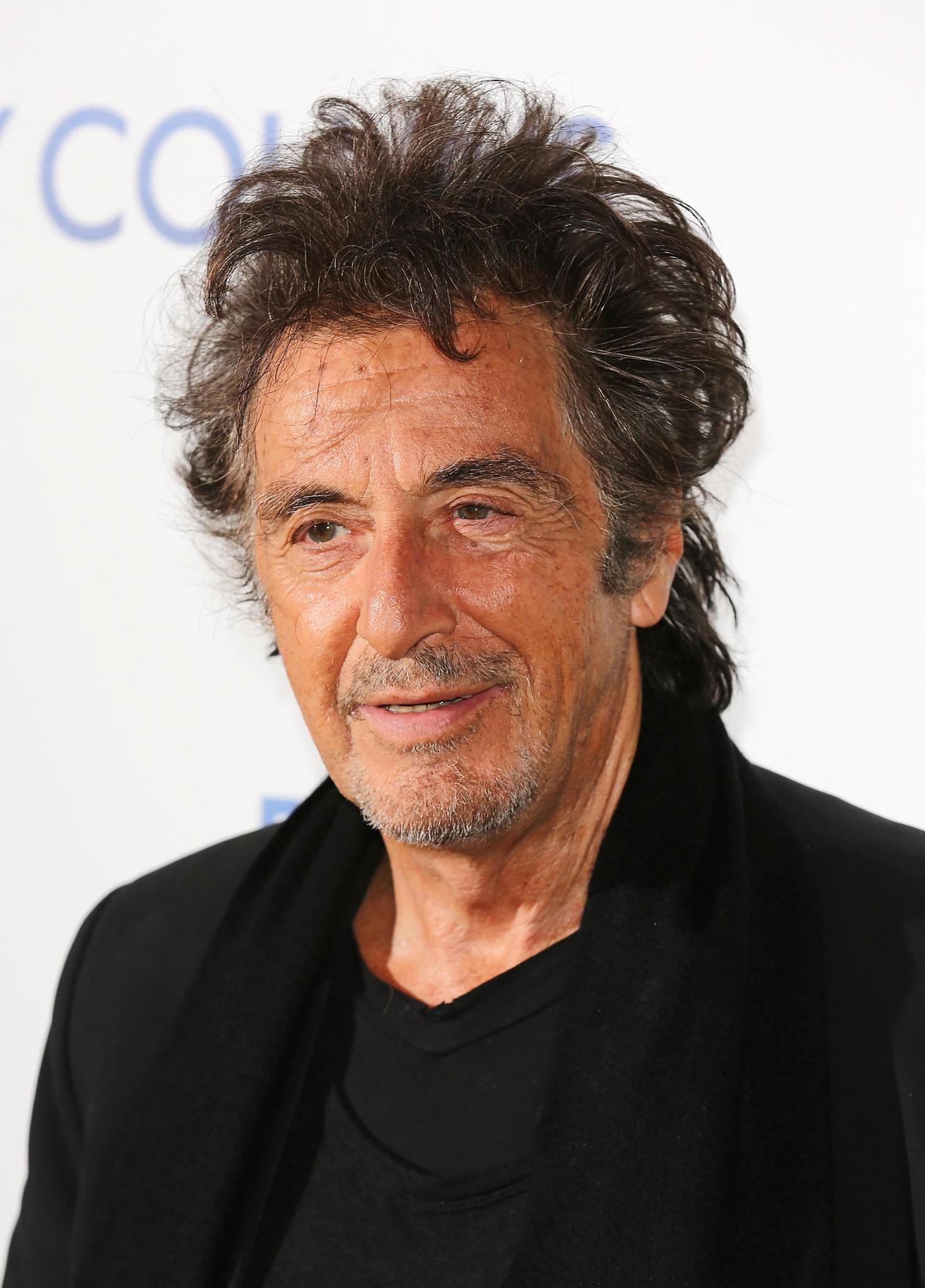 Leonoardo DiCaprios Freund und Kollege Al Pacino hat dem Schauspieler seine neue Freundin vorgestellt.
