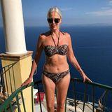 Mit Ende 50 noch so eine Traumfigur zu haben, gehört fürBest-Ager-Model Petra van Bremen, die gerade in Capri die Sonne genießt,wohl zum Job dazu. Wir staunen trotzdem nicht schlechtund sind zugegeben auchein klein wenig neidisch.