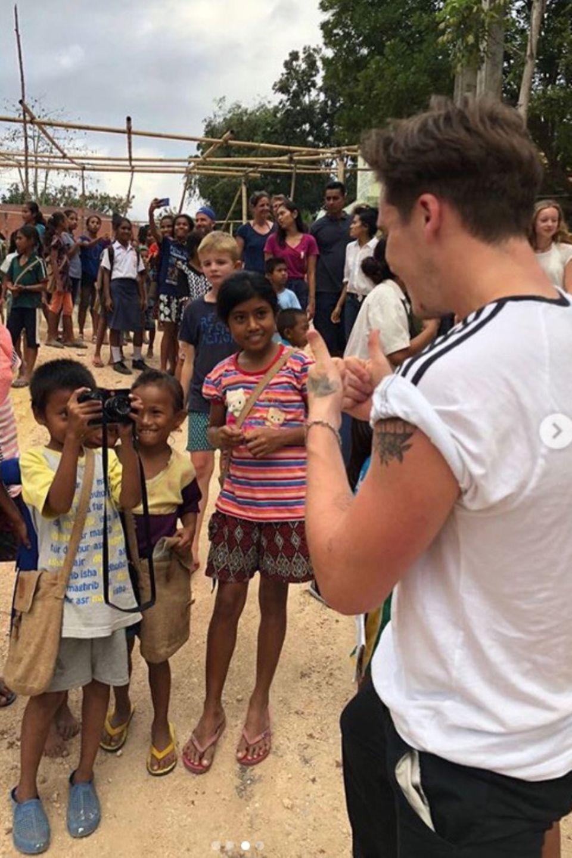 17. August 2018  Bitte lächeln: Ein Junge macht Fotos von Brooklyn Beckham.
