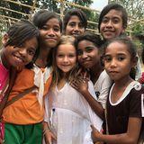 17. August 2018  Harper Beckham hat unter den einheimischen Mädchen direkt Freundinnen gefunden.