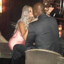Kuss für die neue Liebe! Sophia Vegas und ihr Freund am 8. August in Las Vegas