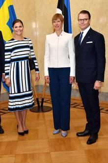 19. August 2018  Anlässlich des 100-jährigen Jubiläums der Republik Estland, treten Prinzessin Victoria und Prinz Daniel zu einem offiziellen Besuch an. Im Präsidentenpalast im Stadtteil Kadriorg wird das schwedische Kronprinzenpaar von Präsidentin Kersti Kaljulaid und ihrem MannGeorgi-Rene Maksimovski in Empfang genommen.