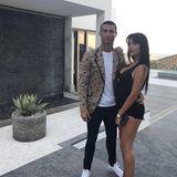 """26. Juli 2018  """"Urlaub mit Liebe"""", postet ein stylischer Cristiano Ronaldo mit seiner heißen Freundin Georgina Rodríguez."""