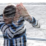 19. August 2018  Schwedens Kronprinzessin wird bei der Überfahrt zur Insel von einem Schwall Wasser überrascht ...