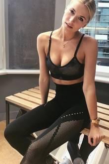 Lena Gerckes Gym-Leggings ist ein richtiges Highlight: Es hat ein Ausbrenner-Muster, das einzigartig und auch noch ziemlich cool ist.
