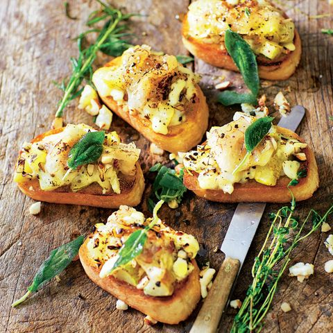 Crostini mit Birnen on top