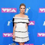 Ein wenig zu zuckersüß scheint uns der Valentino-Look, den Nicky Hilton Rothschild sich für ihren Red-Carpet-Auftritt bei den MTV Video Music Awards ausgesucht hat.