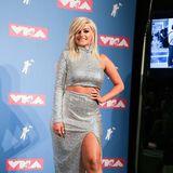 Ein wenig Glamour bringt Bebe Rexha noch im silbrigen Zweiteiler von Christian Siriranoauf den Teppich der MTV Video Music Awards.
