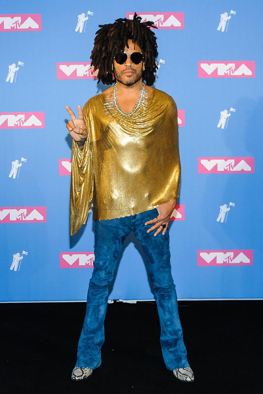 Lenny Kravitz ist ja sonst eine echtes Goldstück, in diesem Outfit aber leider gar nicht.