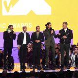 Die Backstreet Boys wollen ihre Comeback-Karriere im schwarz-weißen Partnerlook ankurbeln.