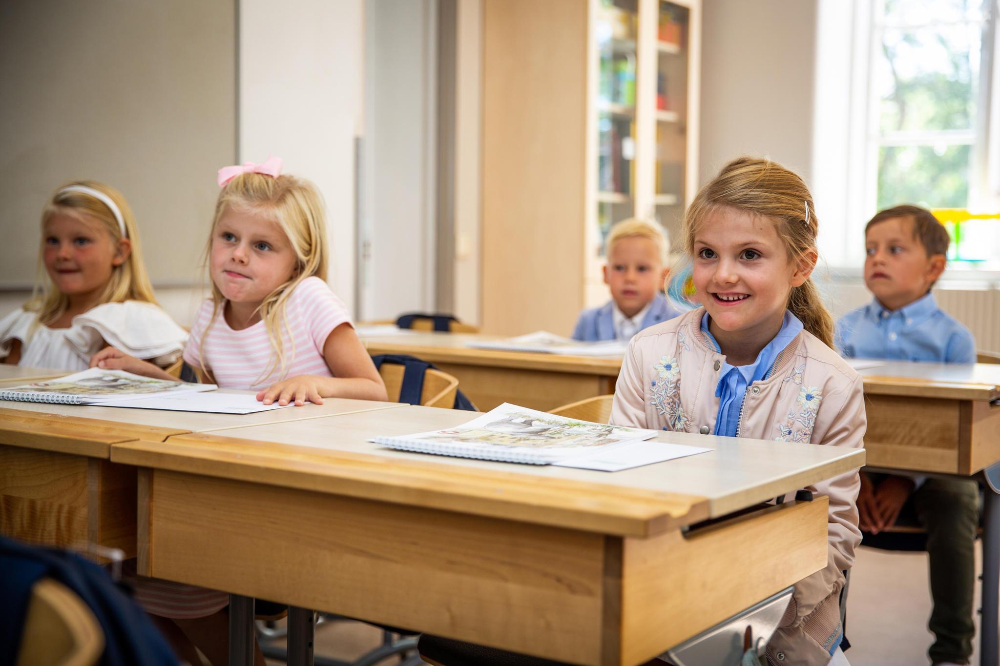 21. August 2018  Voller Vorfreude begegnet Prinzessin Estelle ihrer ersten Unterrichtsstunde ...
